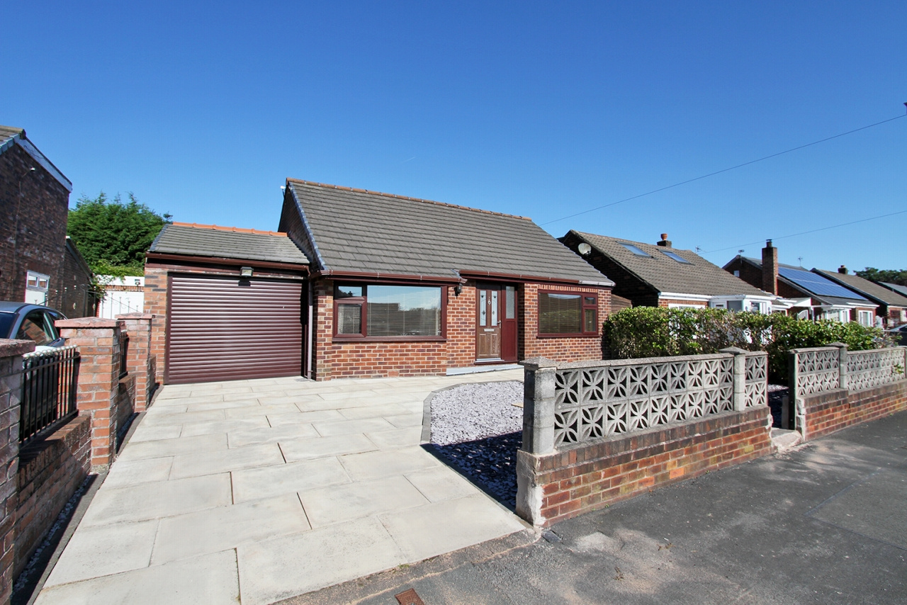 2 bedroom detached bungalow Sold in Wigan - Property photograph