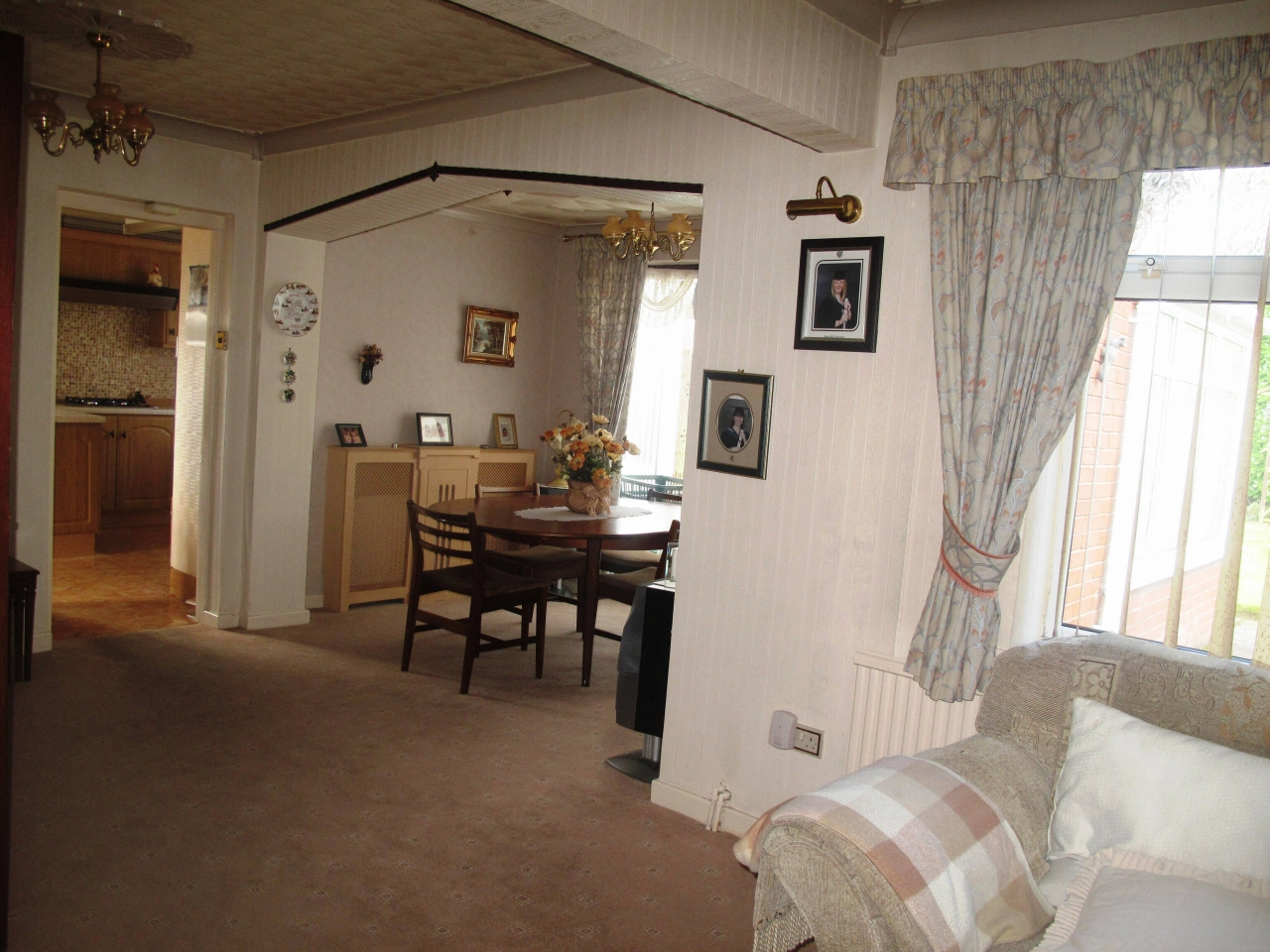 3 bedroom detached bungalow Sold in Wigan - Property photograph
