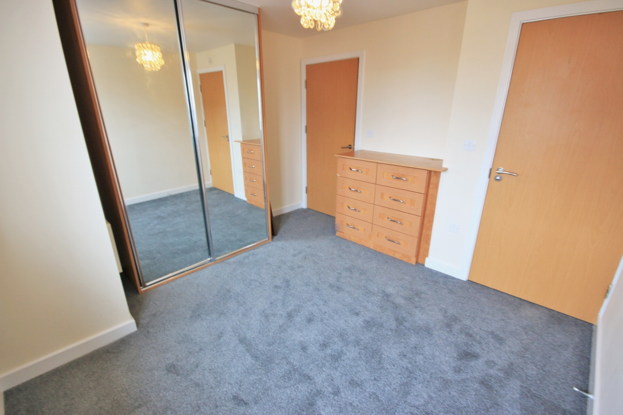 2 Bedroom Apartment Flat/apartment To Rent - Photograph 5