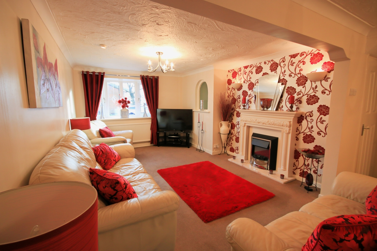 5 Bedroom Semi-detached House For Sale - Photograph 2