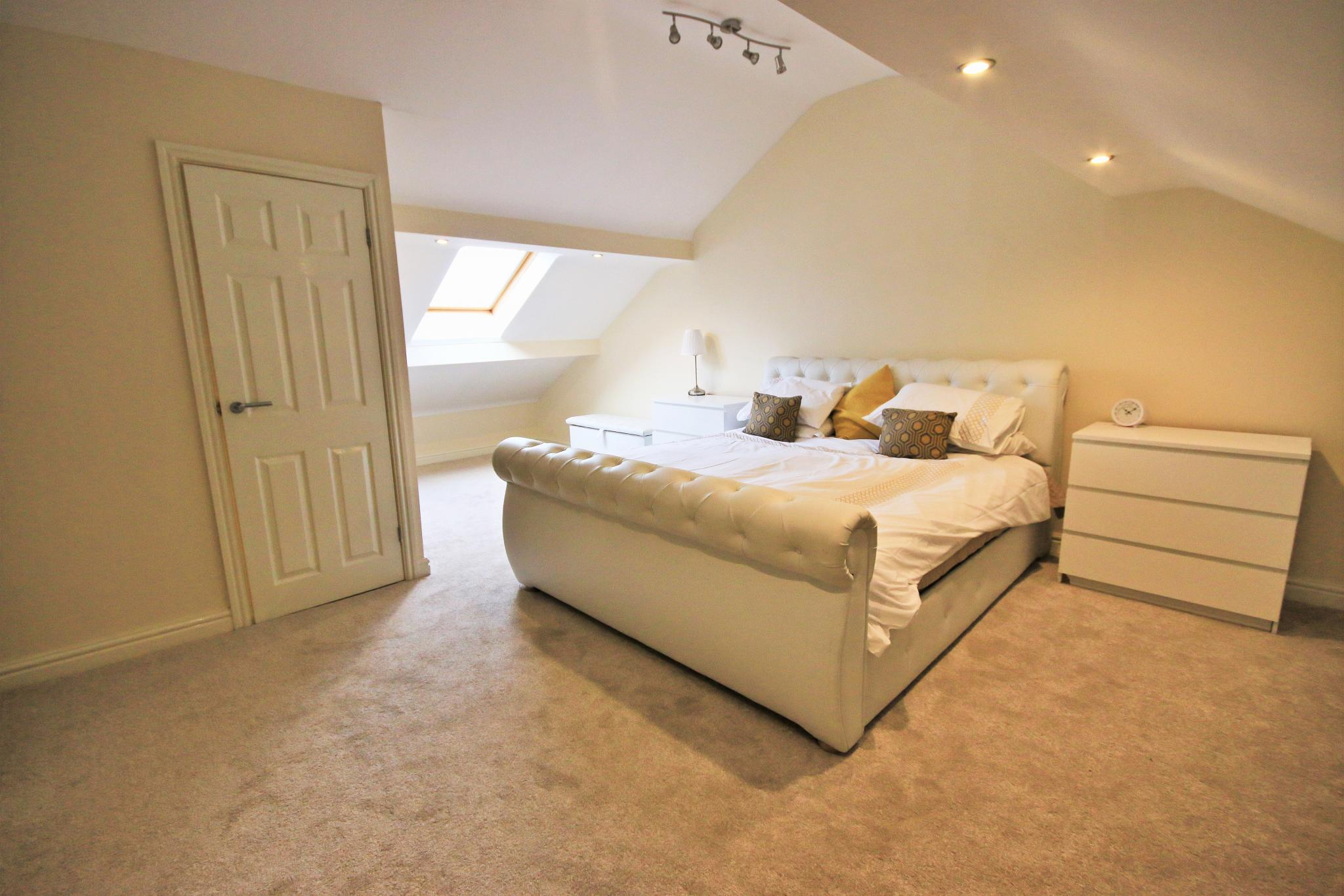 3 Bedroom Mid Terraced House For Sale - Master bedroom