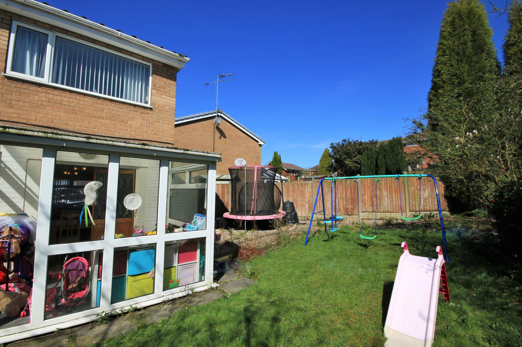 3 Bedroom Link Detached House For Sale - Photograph 12