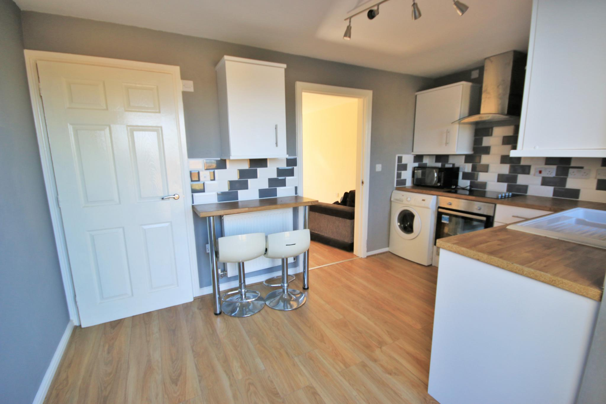 3 Bedroom Town House For Sale - Photograph 4