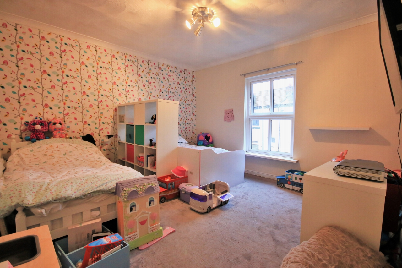 2 Bedroom End Terraced House For Sale - Photograph 4