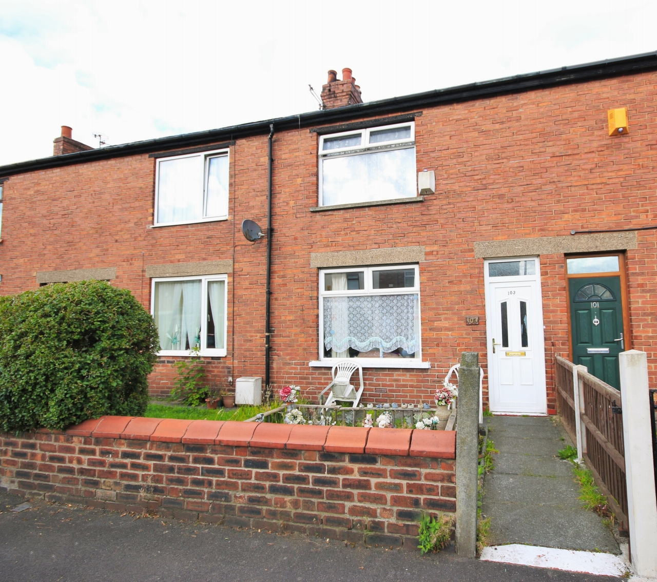 Mid America Apartments: 2 Bedroom Mid Terraced House In 103 Scot Lane, Wigan, WN5