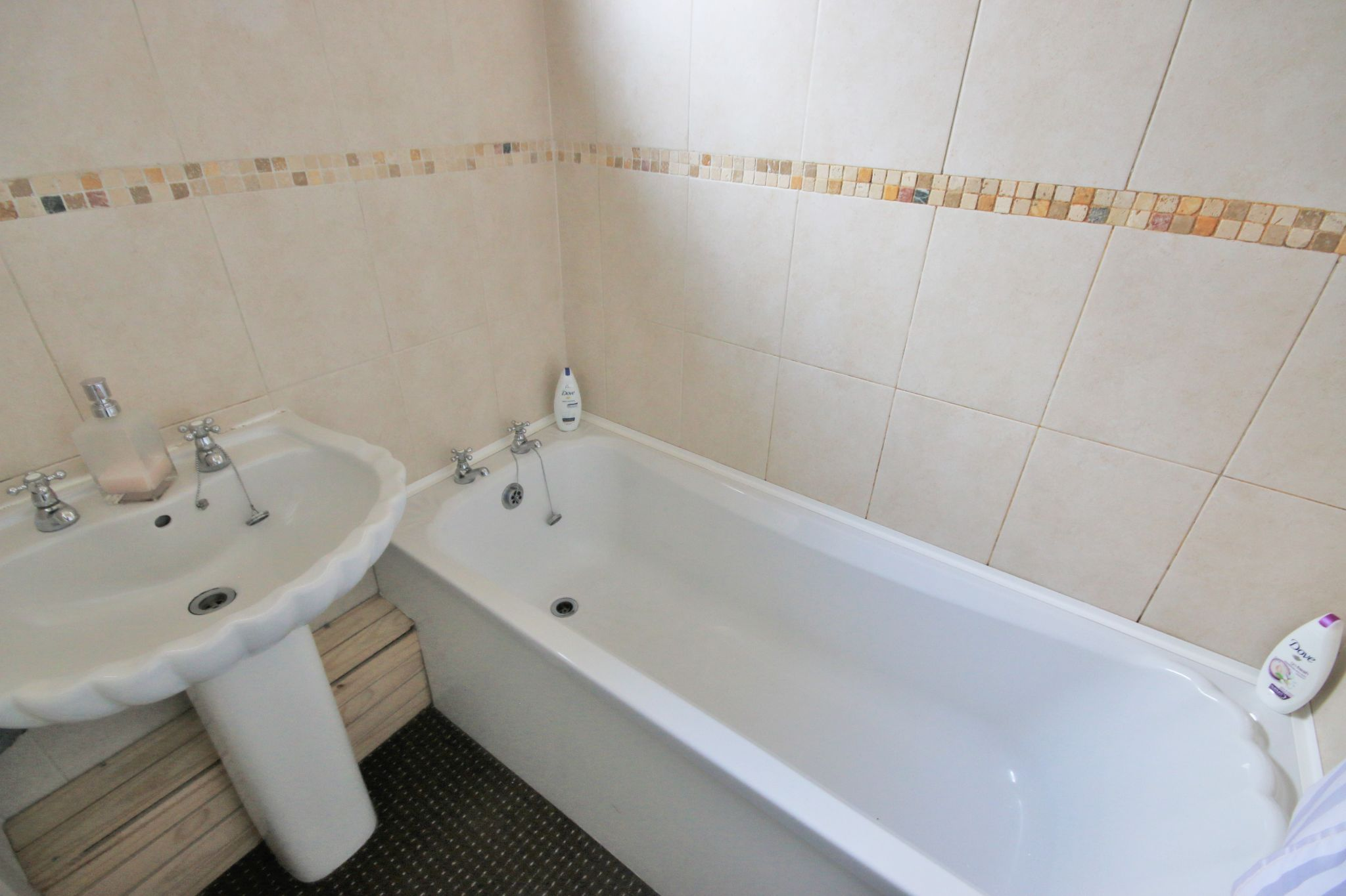 3 Bedroom Town House To Rent - Photograph 9