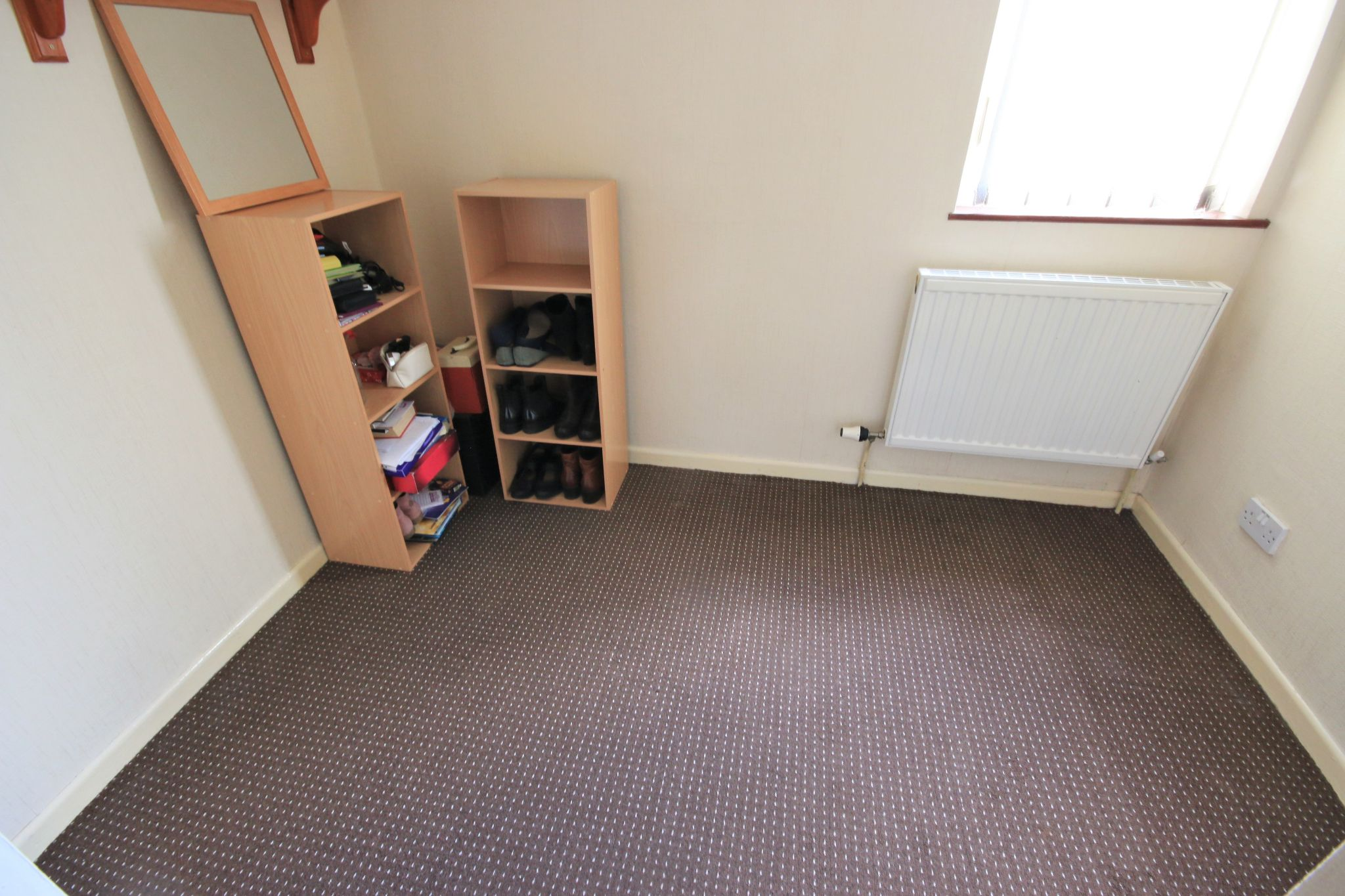 3 Bedroom Town House To Rent - Photograph 8