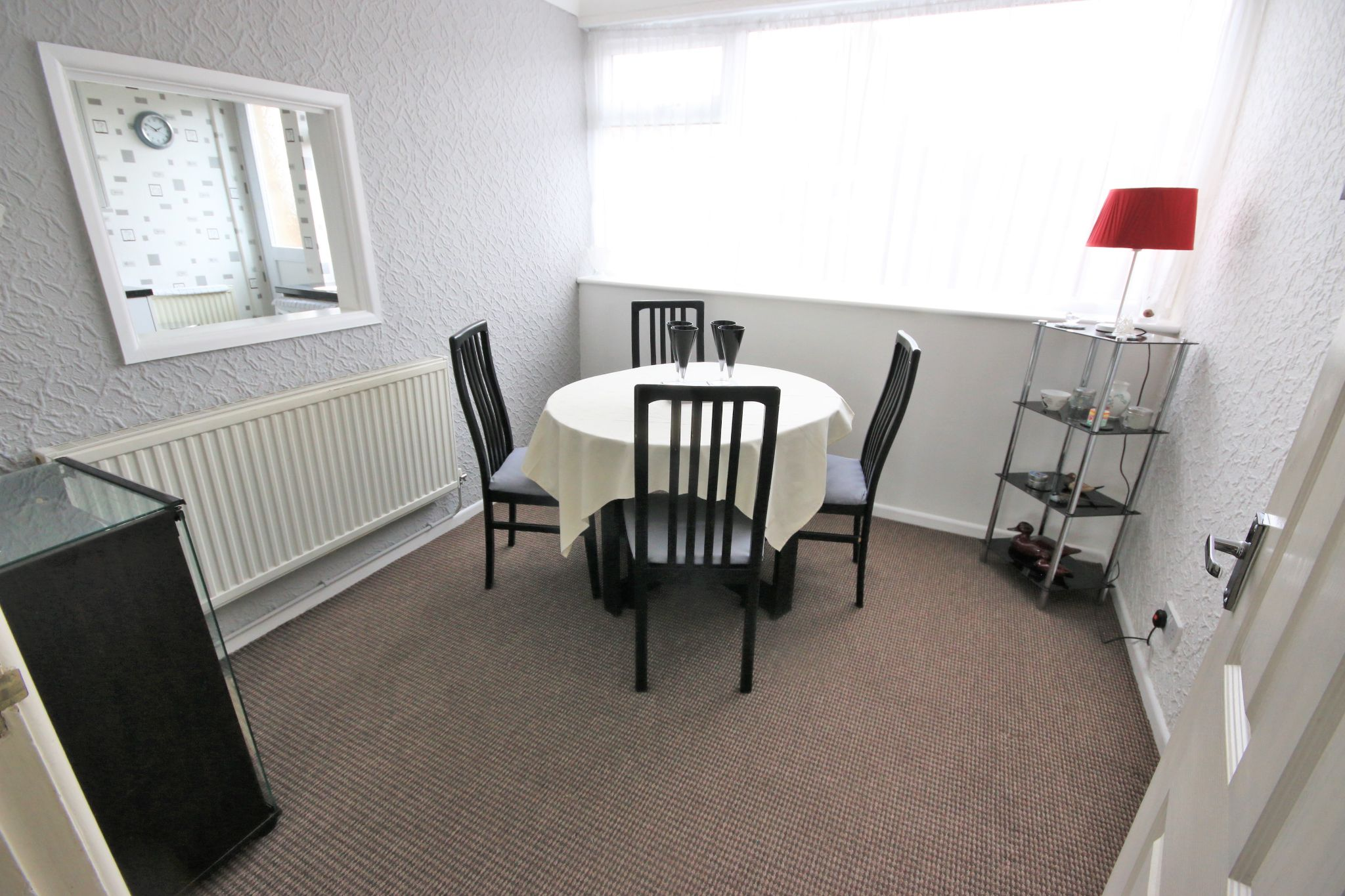 3 Bedroom Town House To Rent - Photograph 4