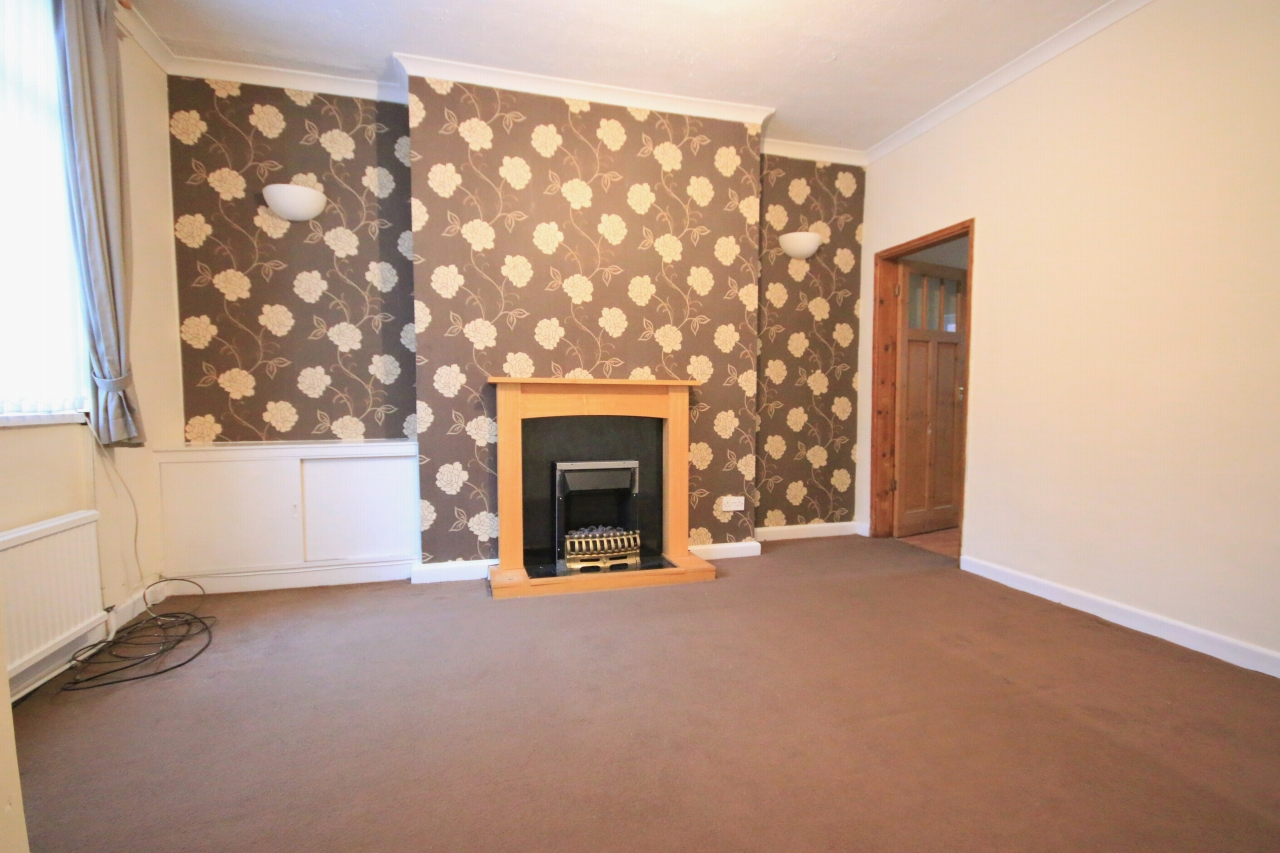 3 Bedroom Mid Terraced House - Photograph 2