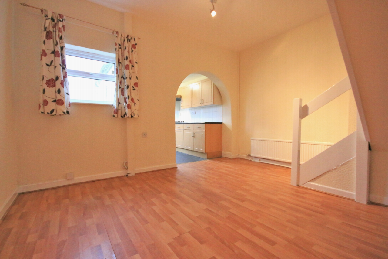3 Bedroom Mid Terraced House - Photograph 3