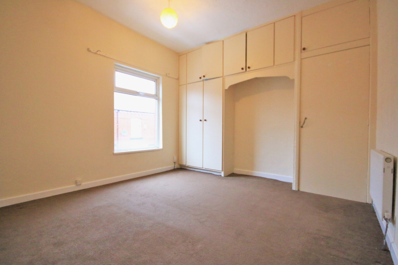3 Bedroom Mid Terraced House - Photograph 5