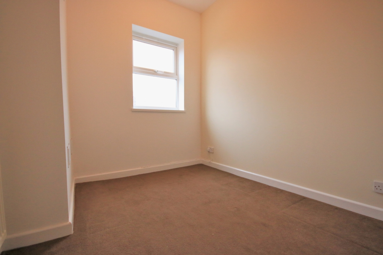 3 Bedroom Mid Terraced House - Photograph 7