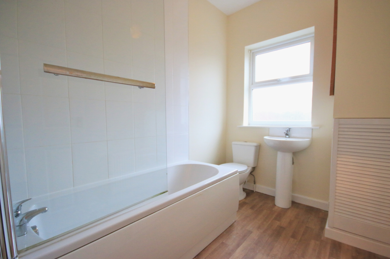 3 Bedroom Mid Terraced House - Photograph 8