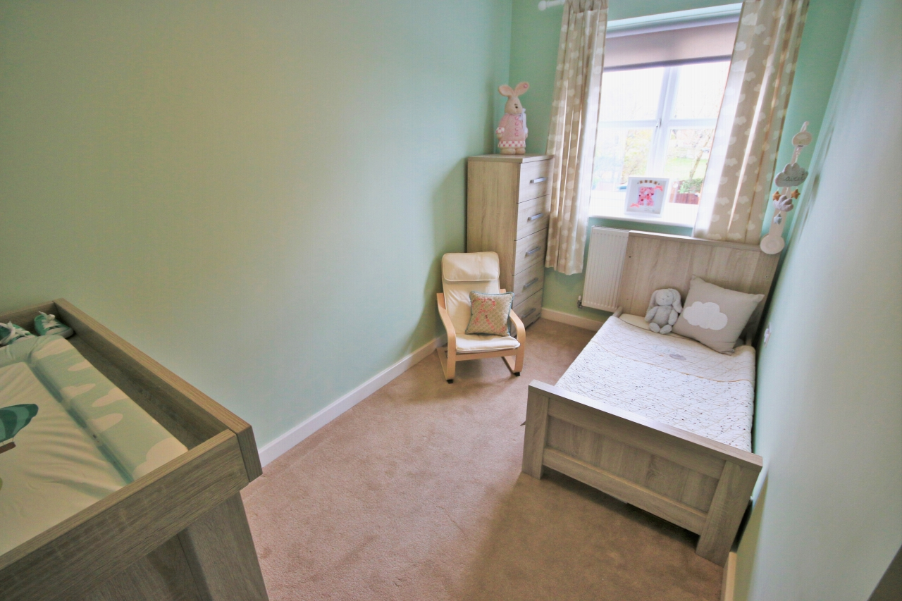 4 Bedroom Semi-detached House For Sale - Photograph 11