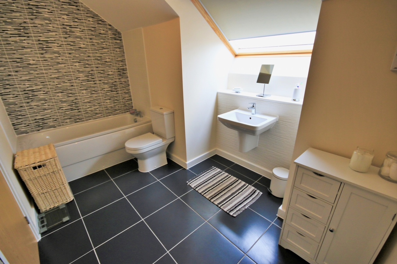 4 Bedroom Semi-detached House For Sale - Photograph 19
