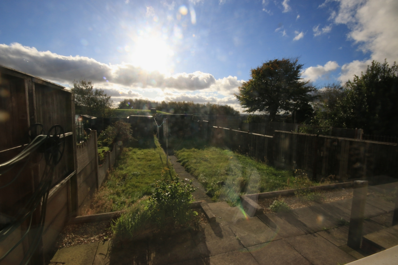 2 Bedroom Semi-detached House To Rent - Photograph 10
