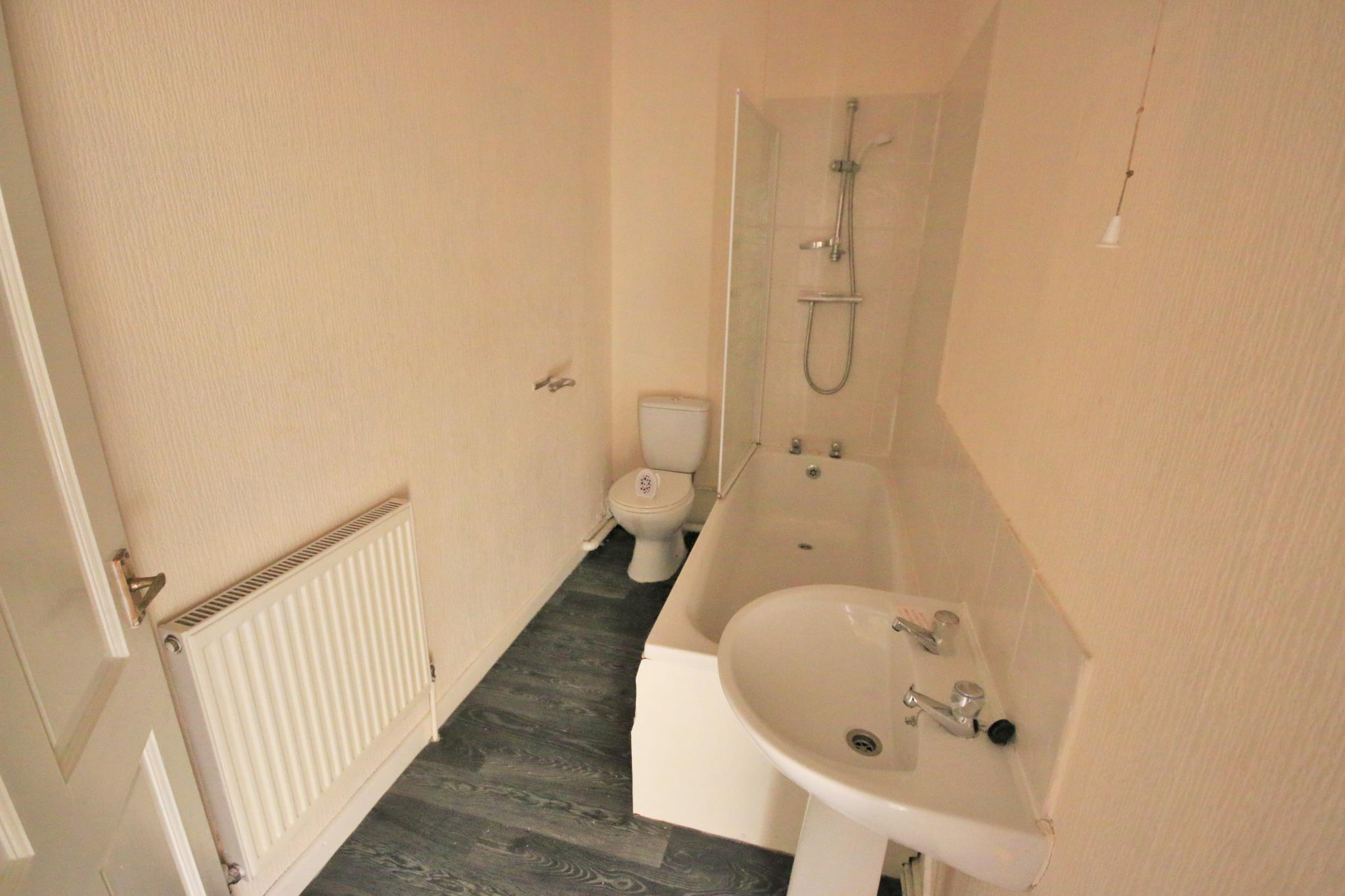 3 Bedroom Mid Terraced House For Sale - Photograph 10