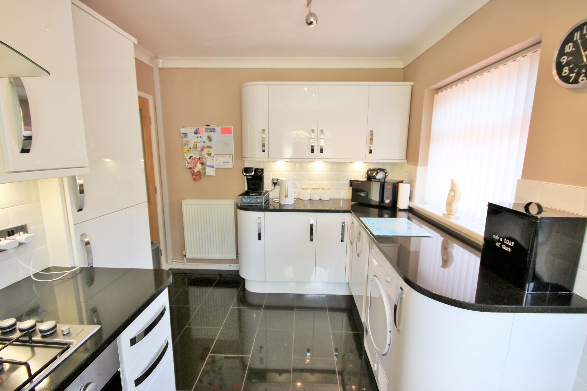 2 Bedroom Semi-detached Bungalow For Sale - Photograph 6