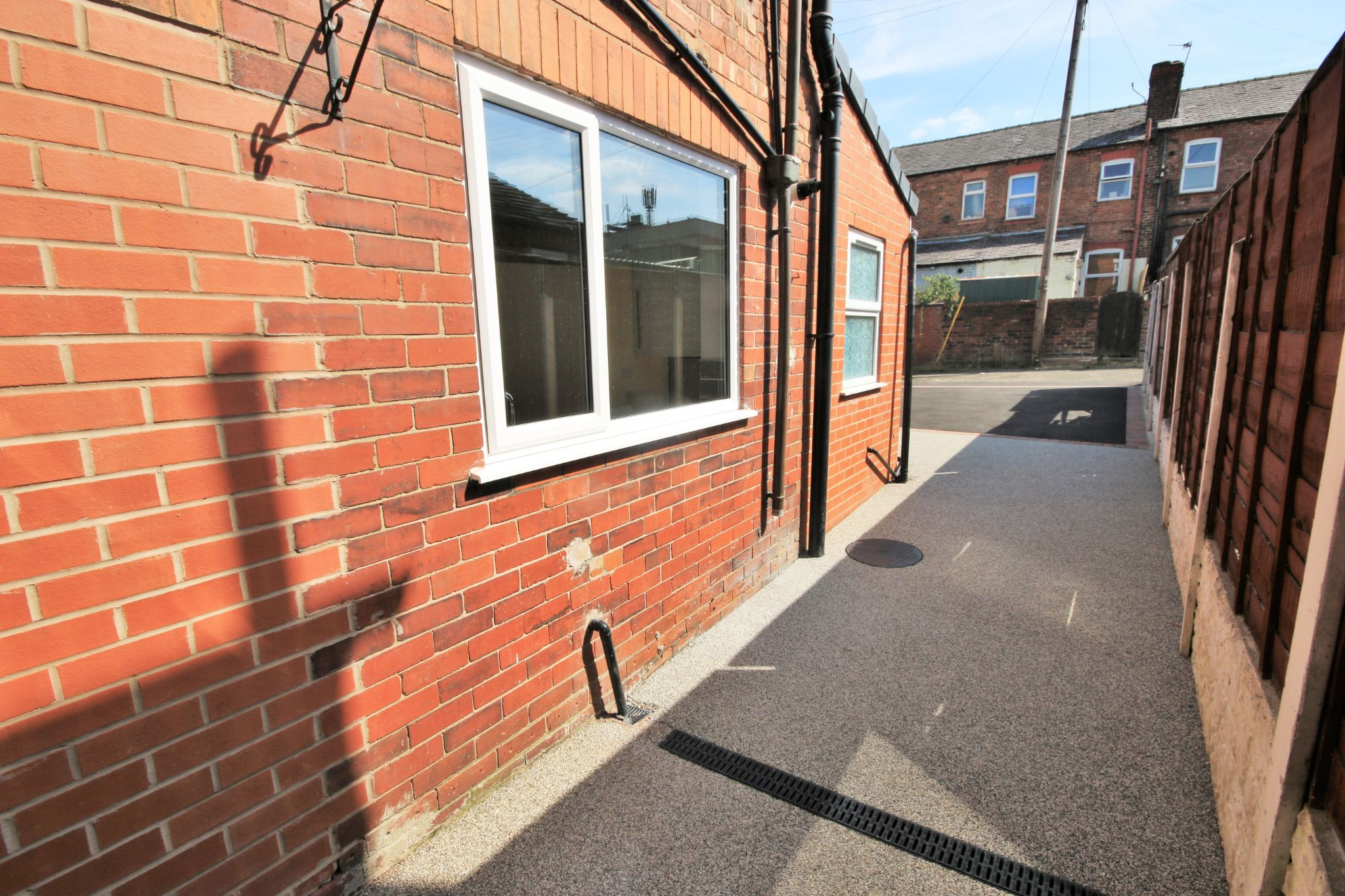 3 Bedroom Mid Terraced House For Sale - Photograph 14