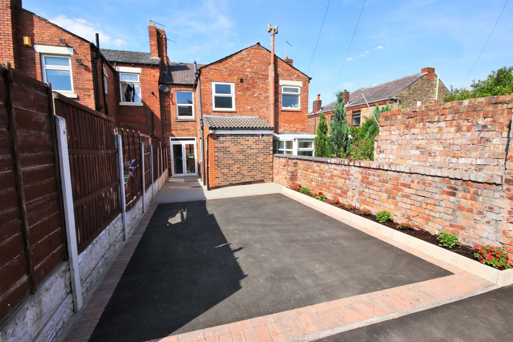 3 Bedroom Mid Terraced House For Sale - Photograph 15