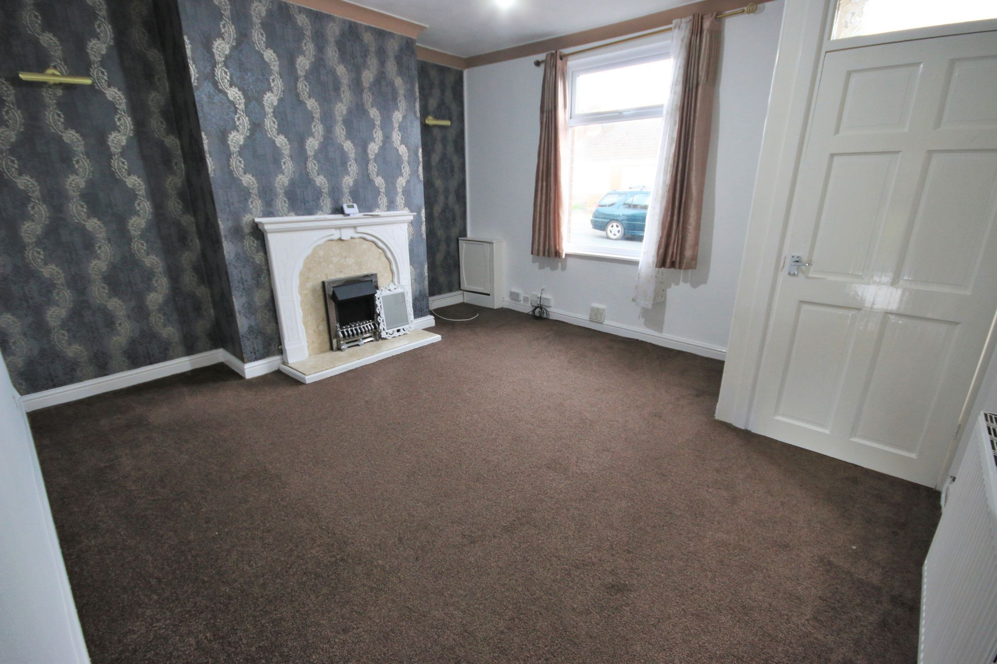 2 Bedroom End Terraced House To Rent - Photograph 3