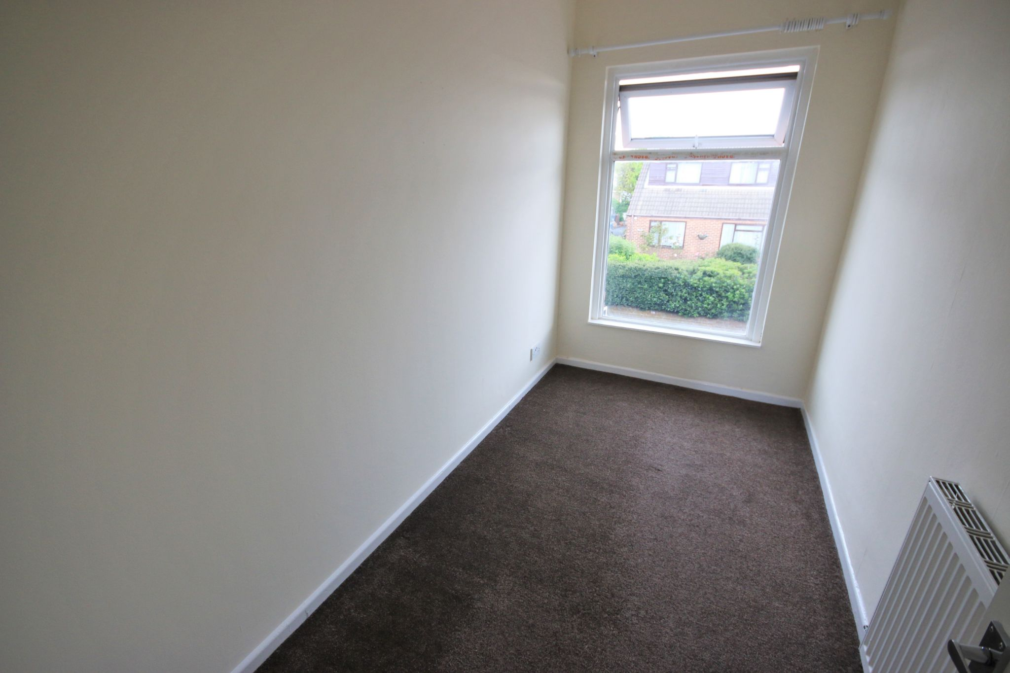2 Bedroom End Terraced House To Rent - Photograph 7