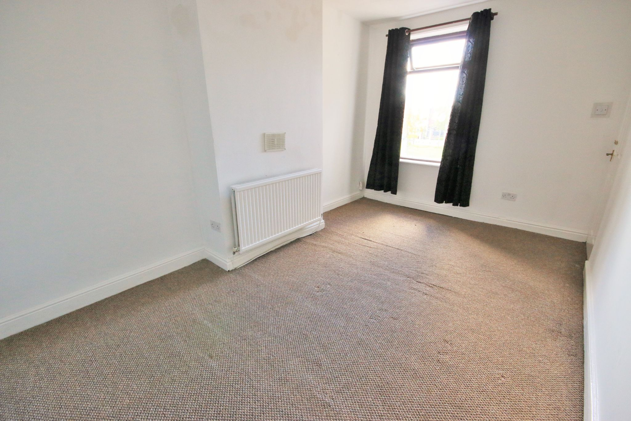 3 Bedroom Mid Terraced House For Sale - Photograph 6