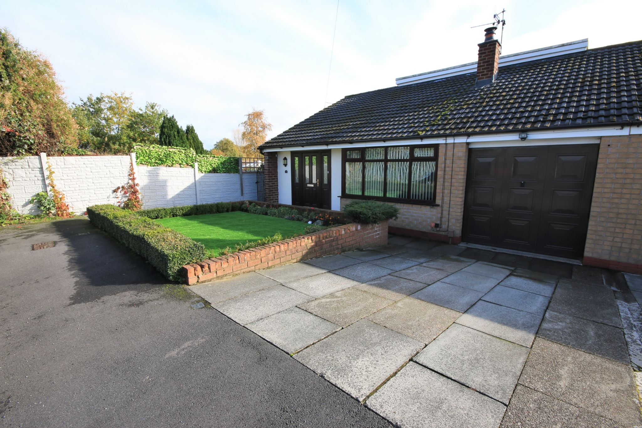 4 Bedroom Semi-detached Bungalow For Sale - Photograph 1