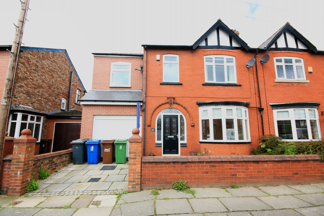 5 Bedroom Semi-detached House To Rent - Photograph 1