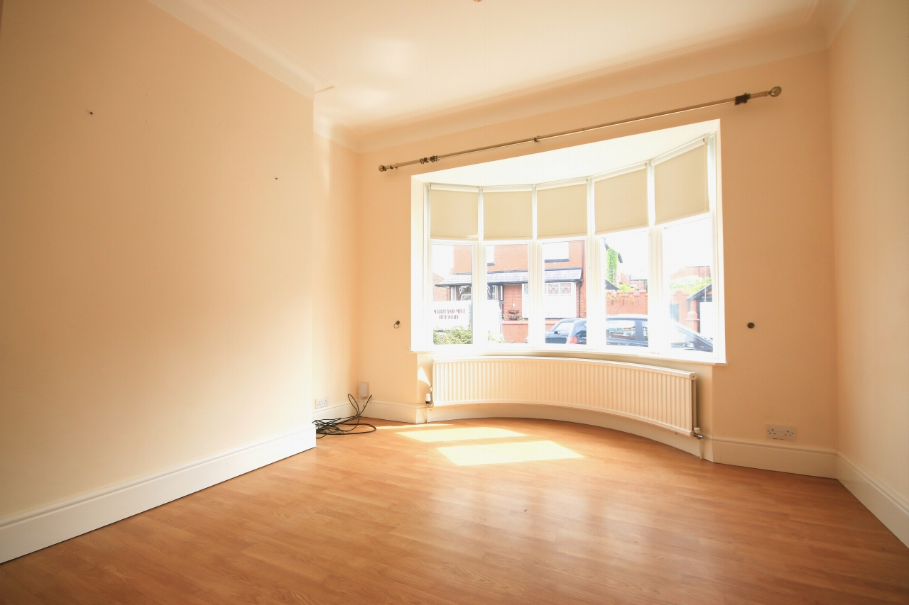 5 Bedroom Semi-detached House To Rent - Photograph 3