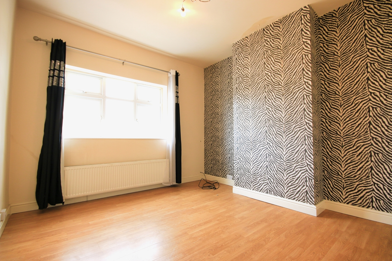 5 Bedroom Semi-detached House To Rent - Photograph 6