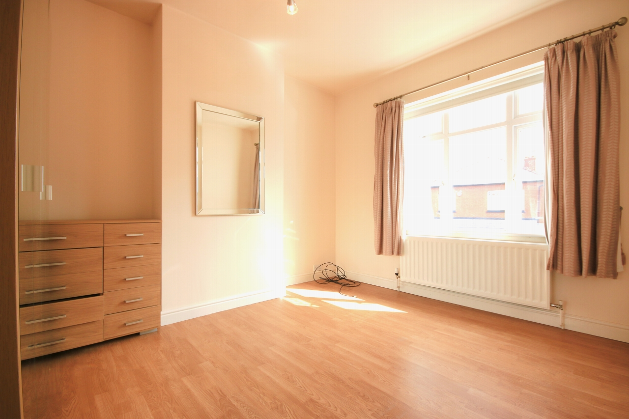 5 Bedroom Semi-detached House To Rent - Photograph 7