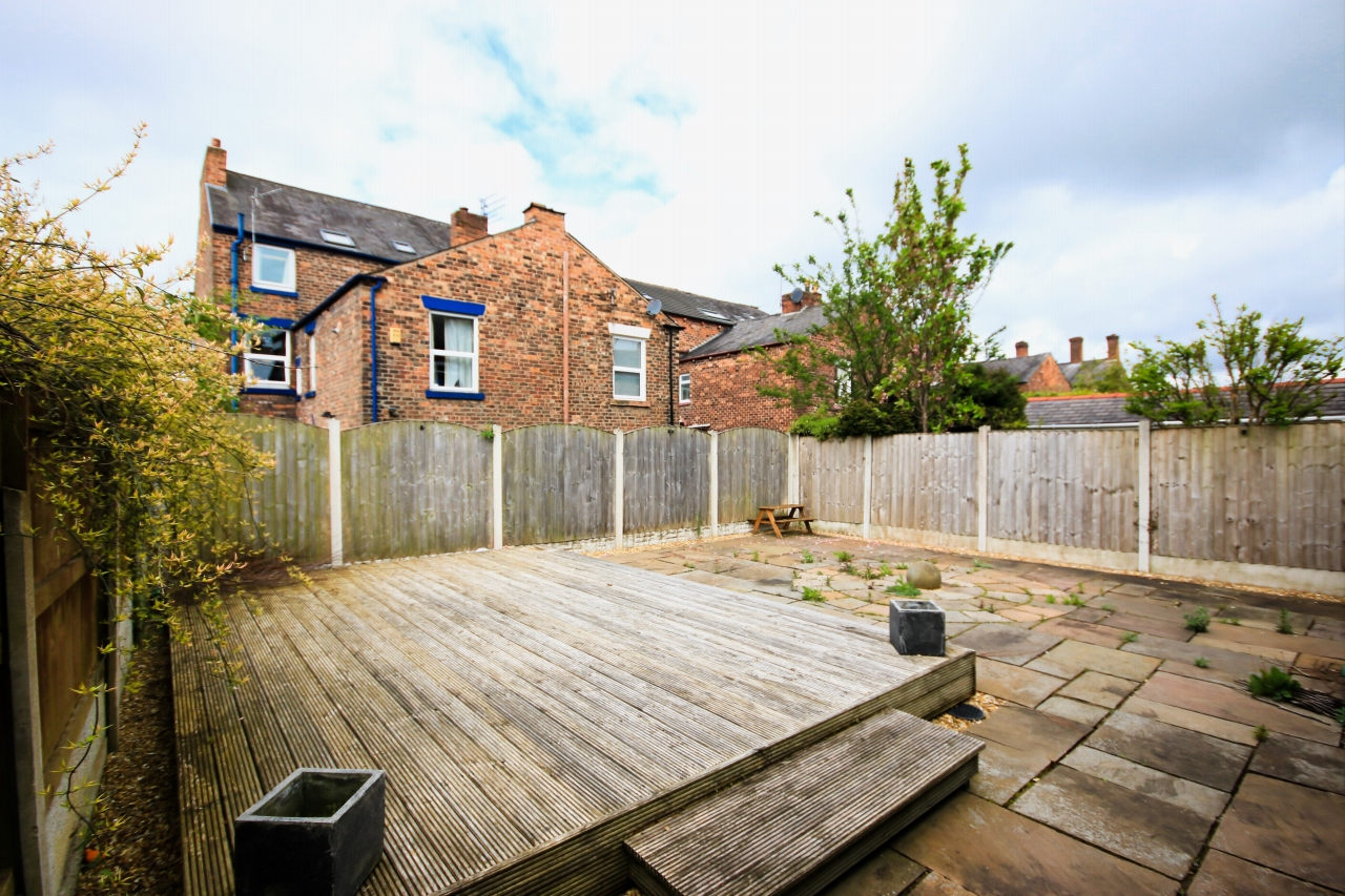5 Bedroom Semi-detached House To Rent - Photograph 9