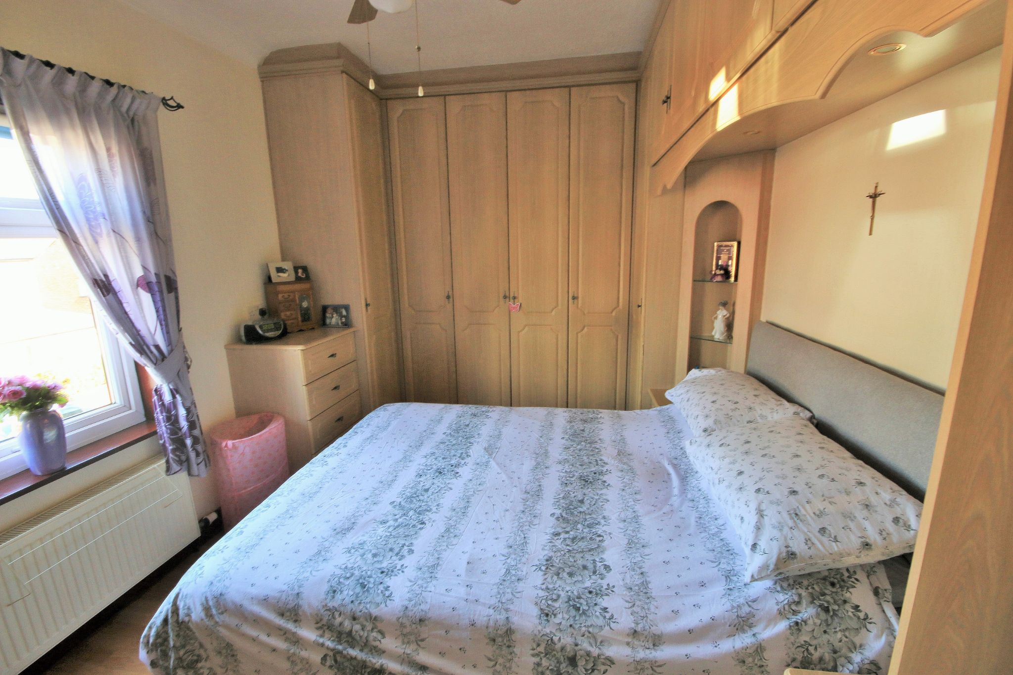 3 Bedroom Mid Terraced House For Sale - Photograph 5