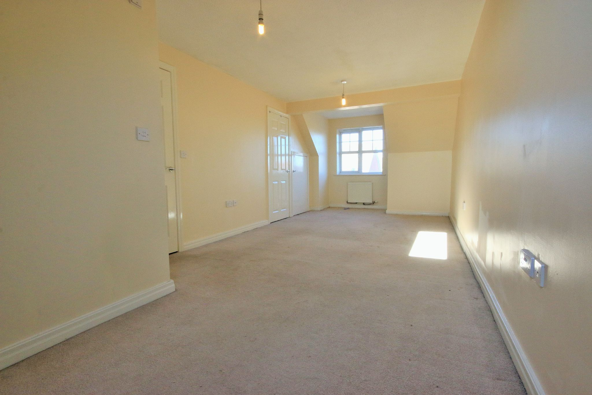 3 Bedroom Mews House To Rent - Photograph 10