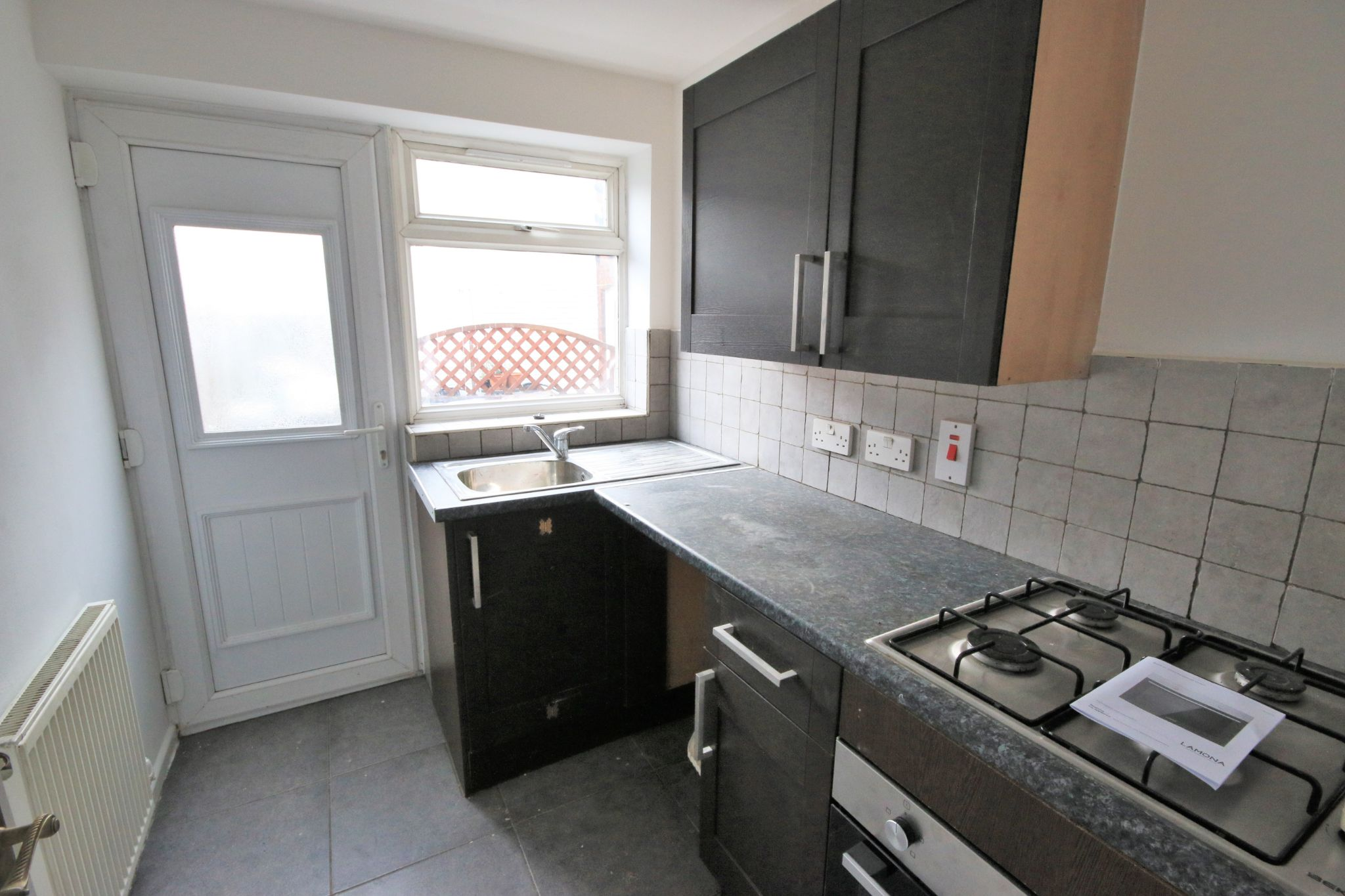 1 Bedroom Mid Terraced House - Photograph 4
