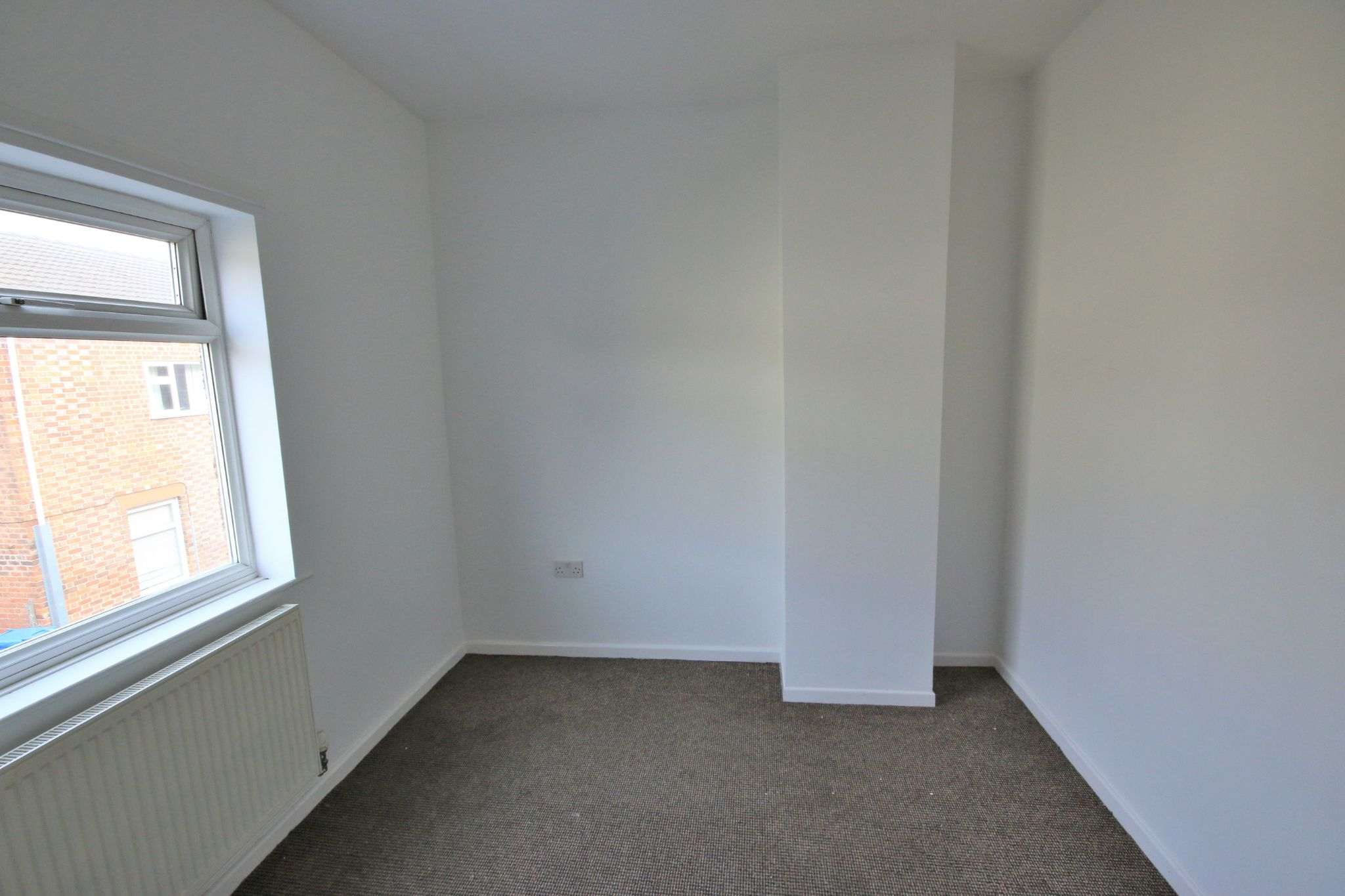 1 Bedroom Mid Terraced House - Photograph 2