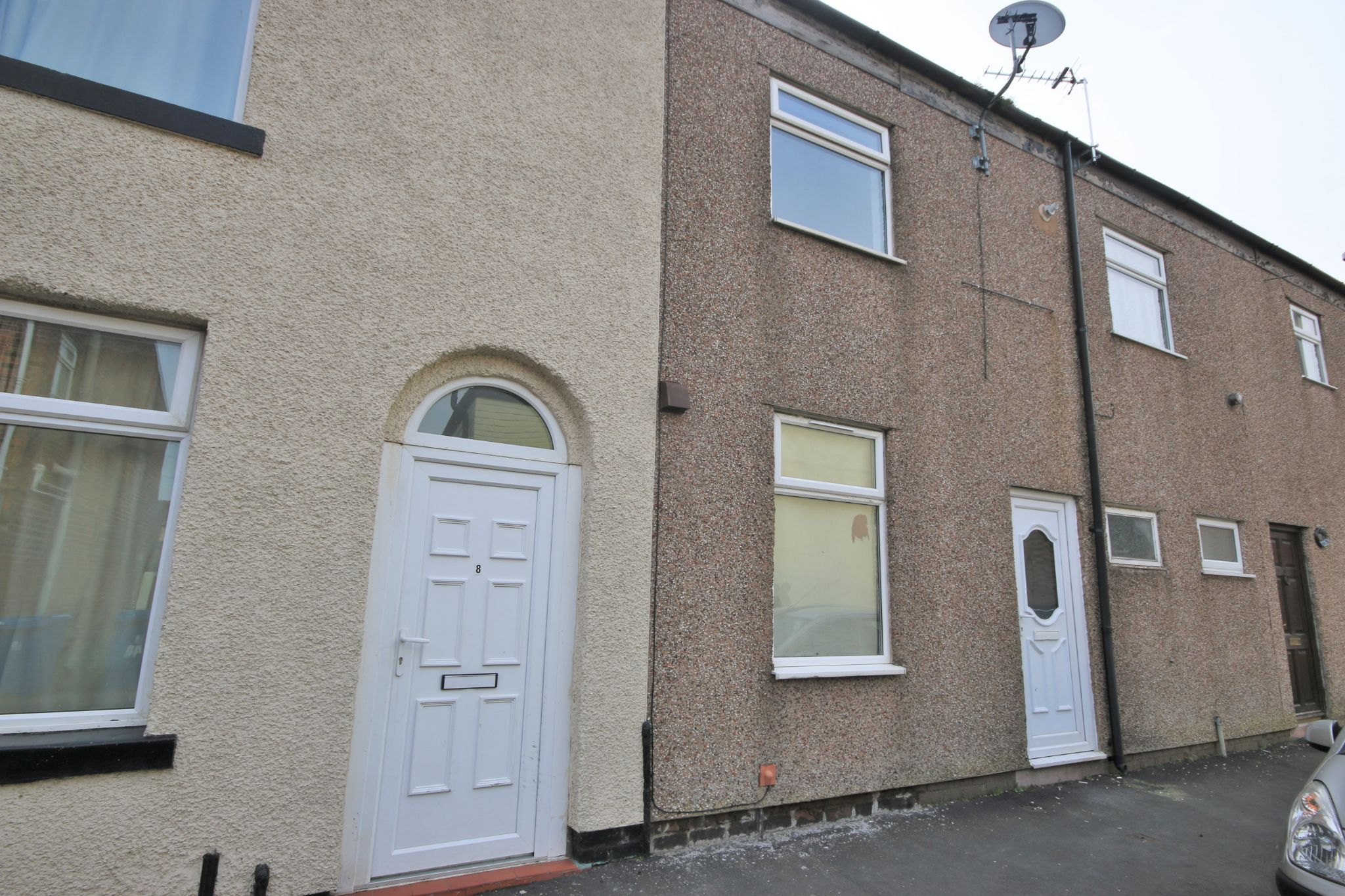 1 Bedroom Mid Terraced House - Photograph 1