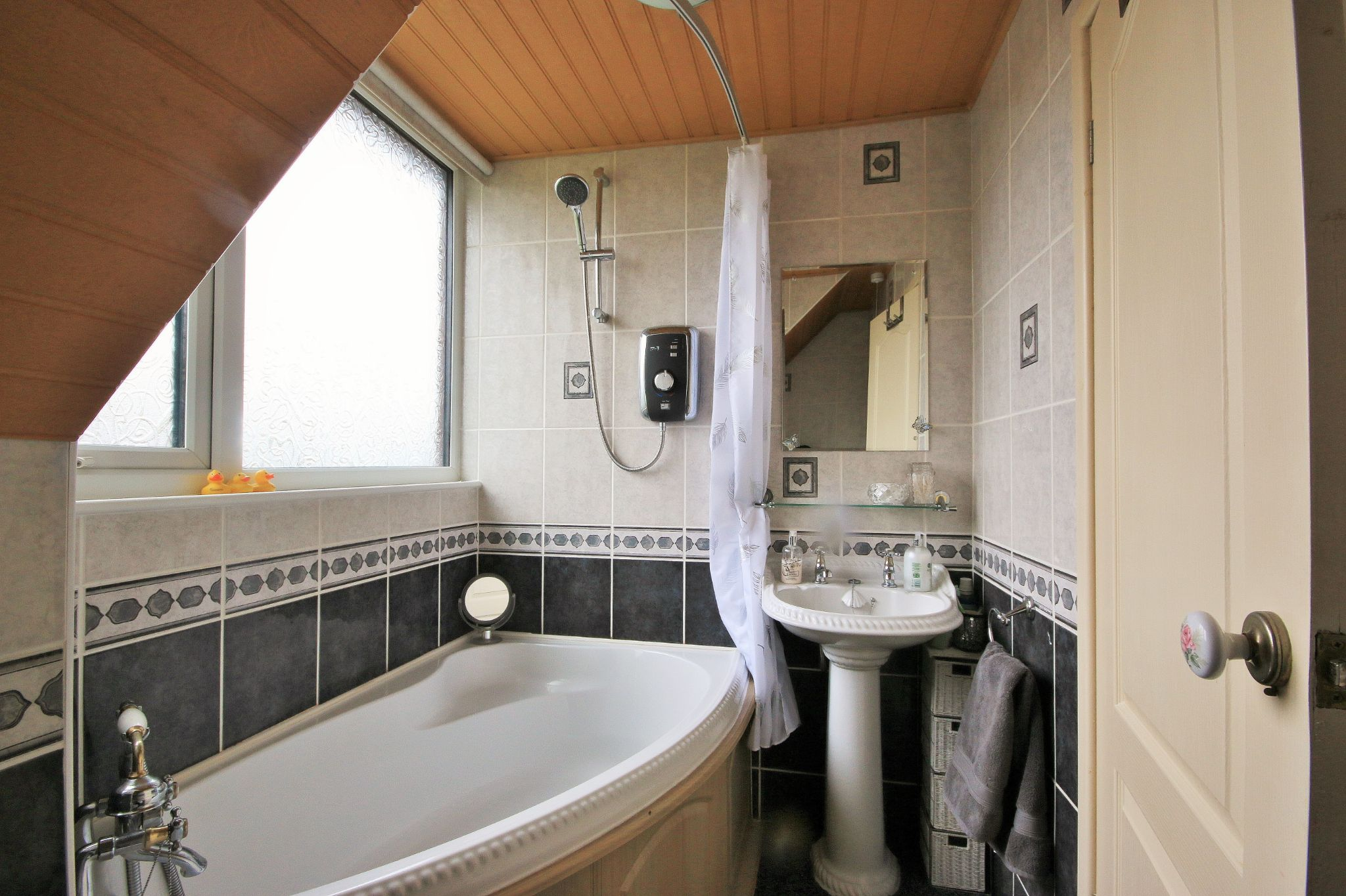2 Bedroom Detached House For Sale - Photograph 8