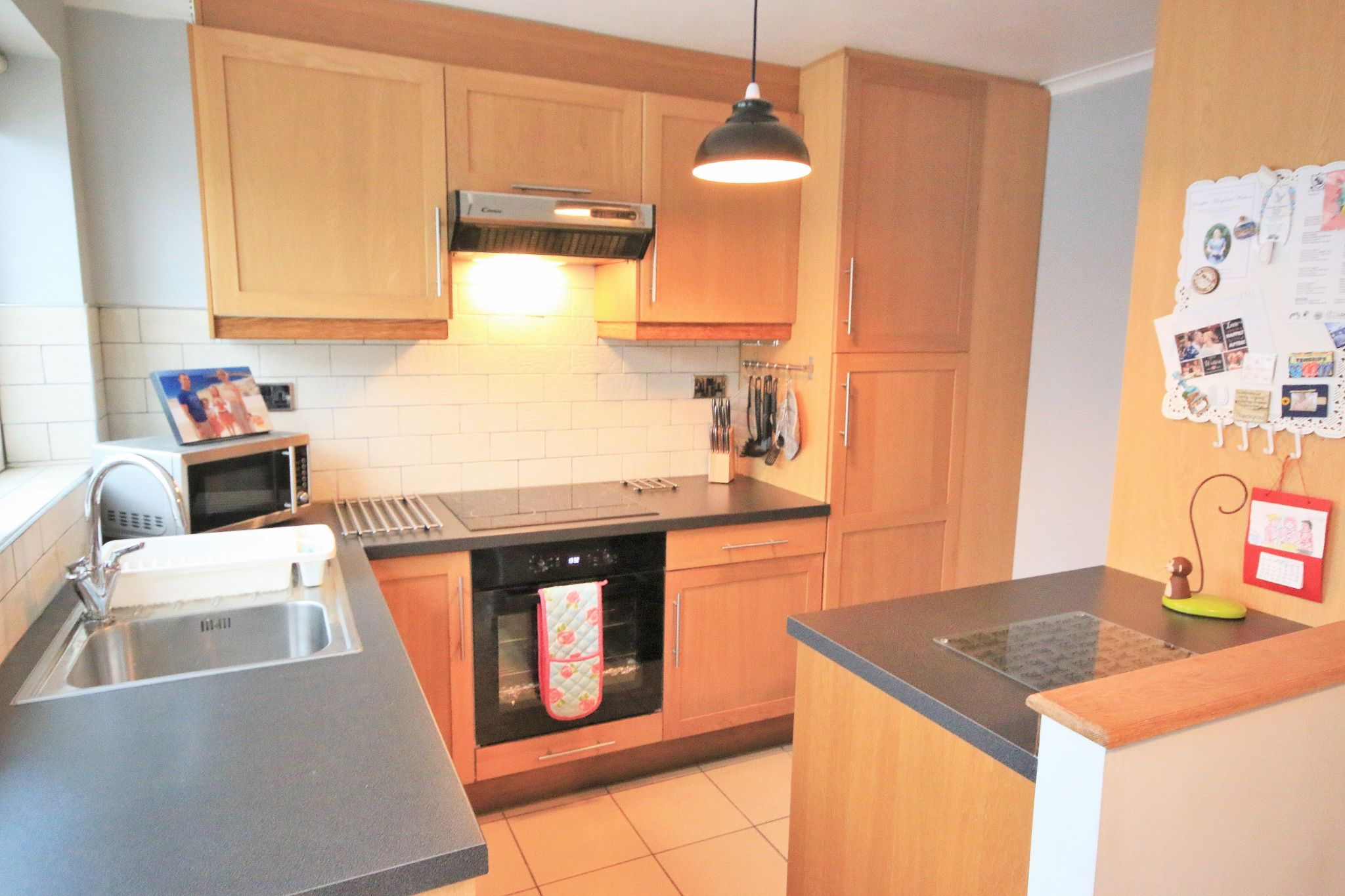 3 Bedroom Semi-detached House For Sale - Photograph 3