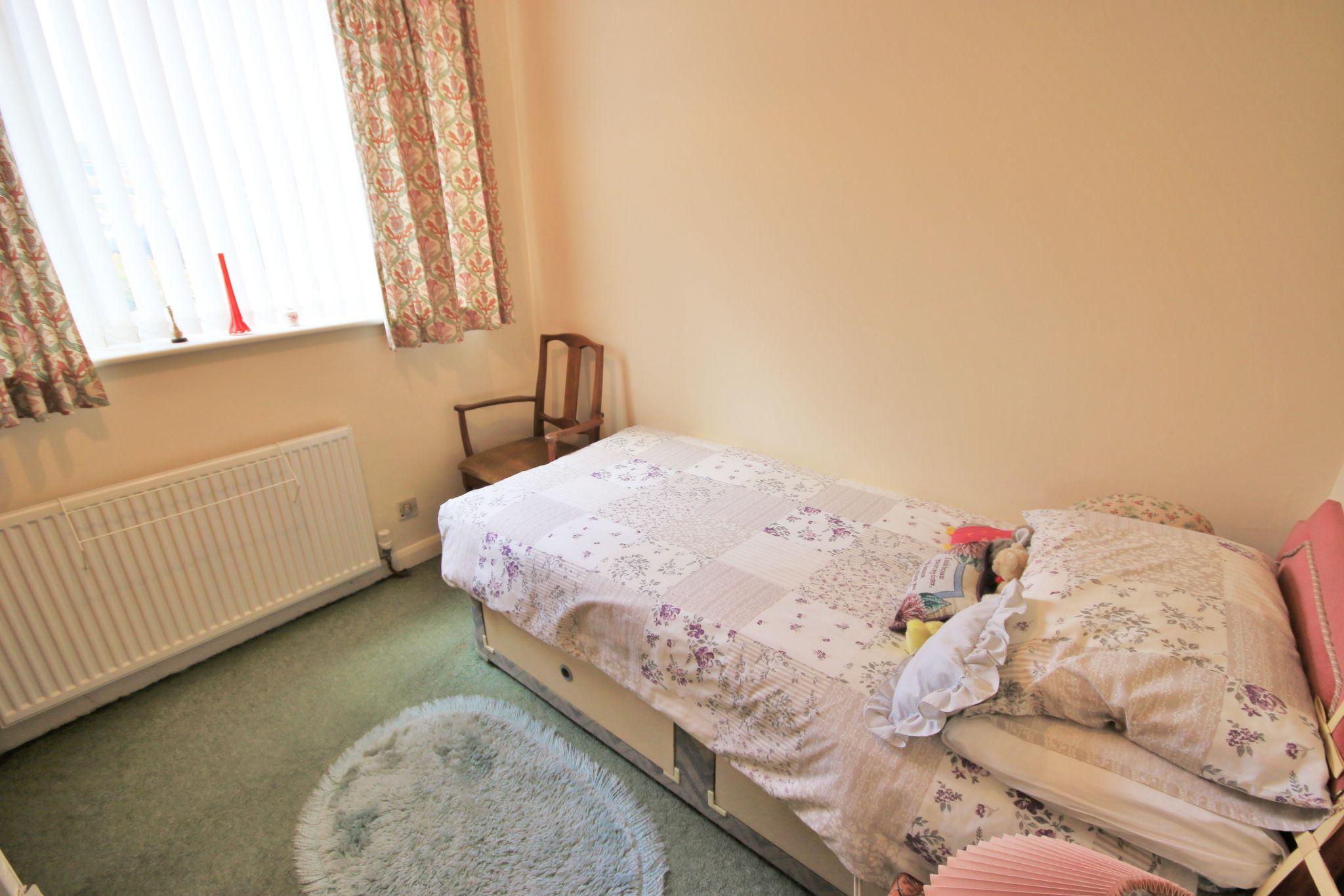 3 Bedroom Semi-detached Bungalow For Sale - Photograph 9