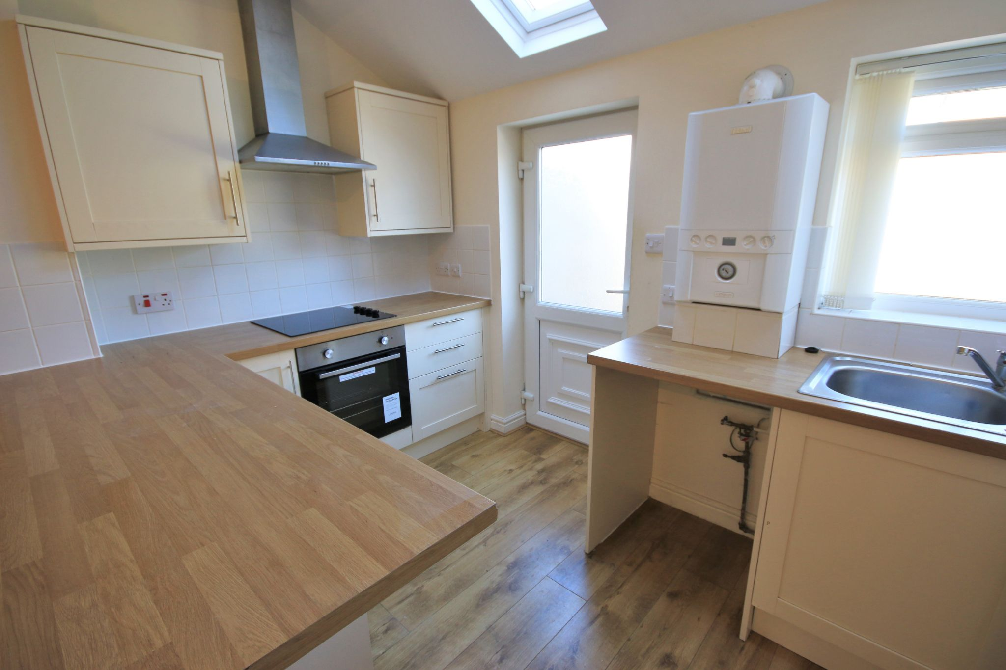 3 Bedroom Mid Terraced House - Photograph 4