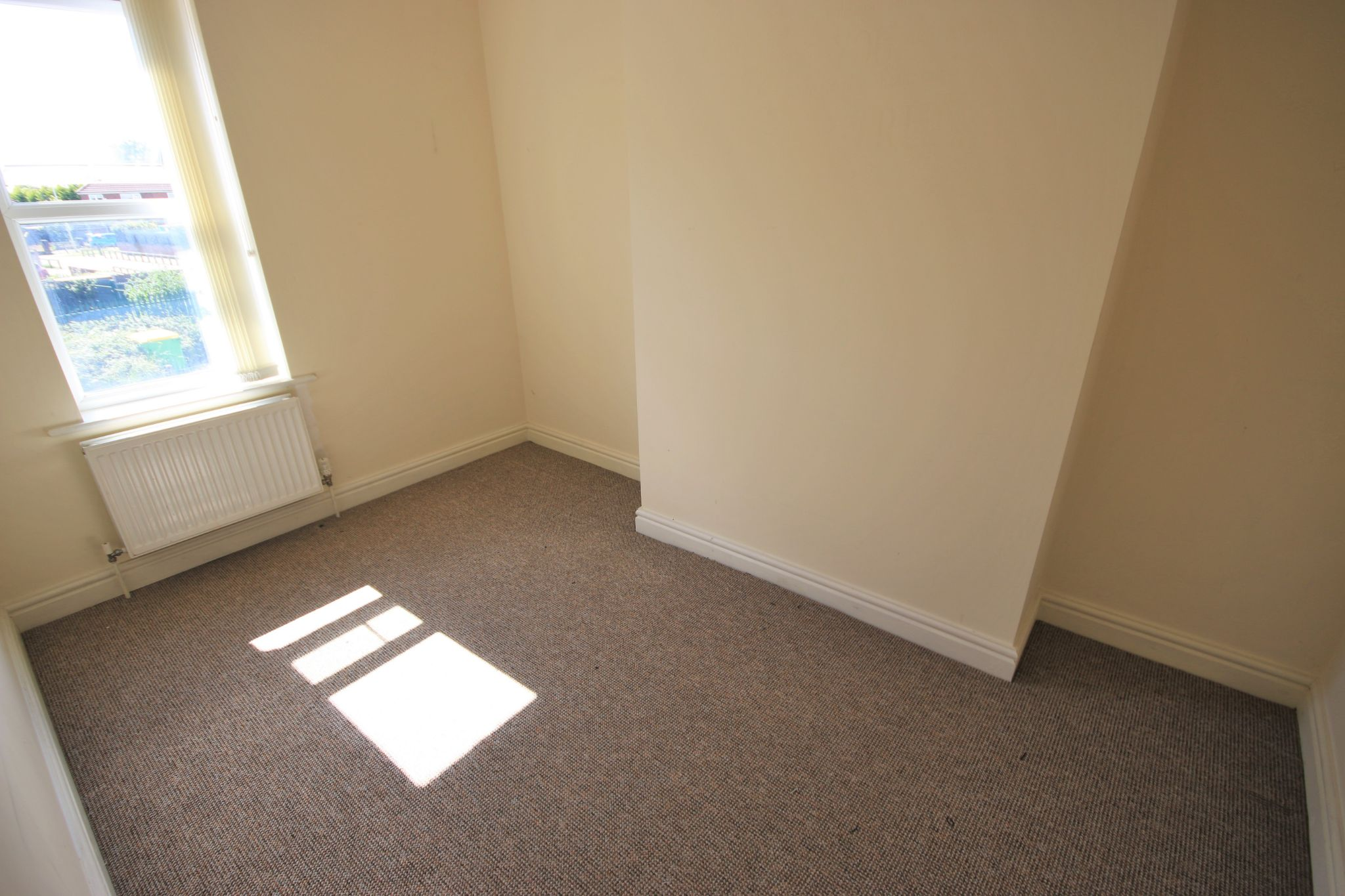 3 Bedroom Mid Terraced House - Photograph 6
