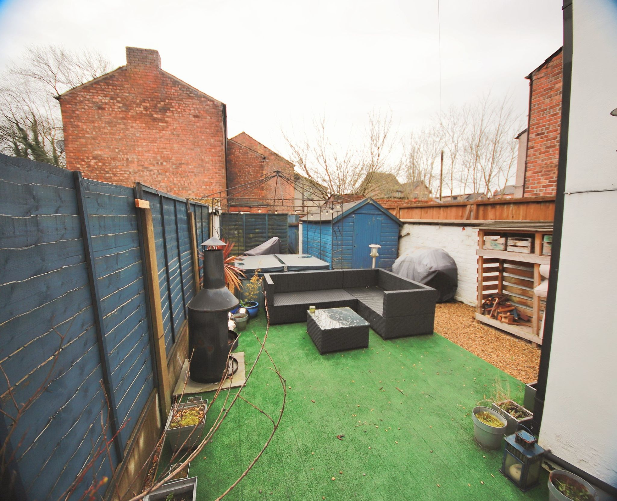 3 Bedroom Mid Terraced House To Rent - Photograph 11