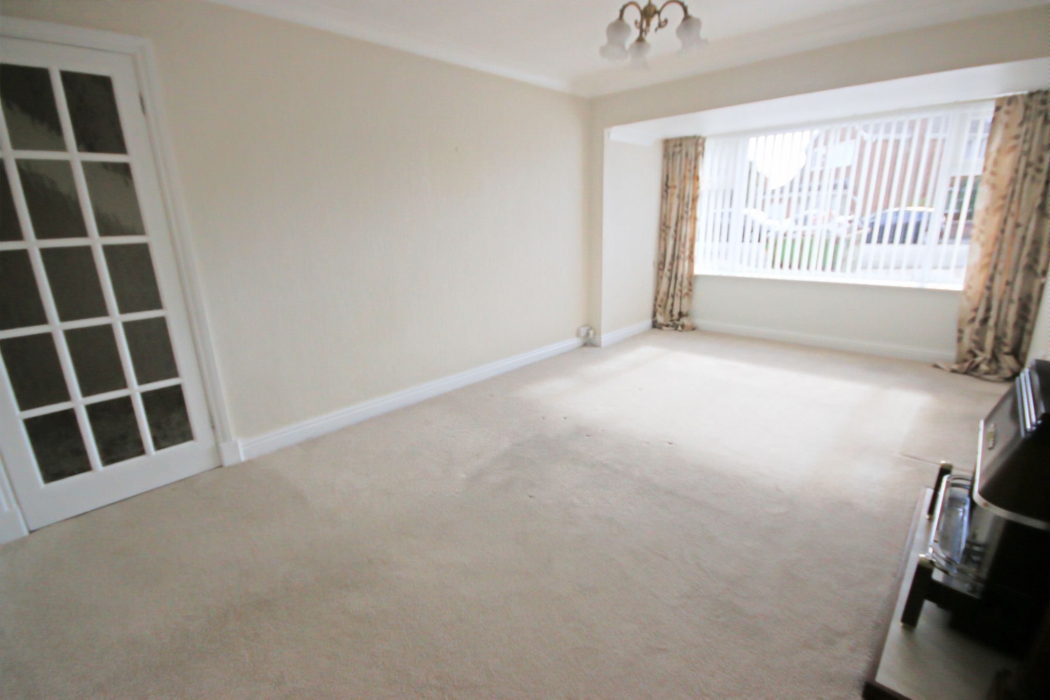5 Bedroom Detached House For Sale - Photograph 2
