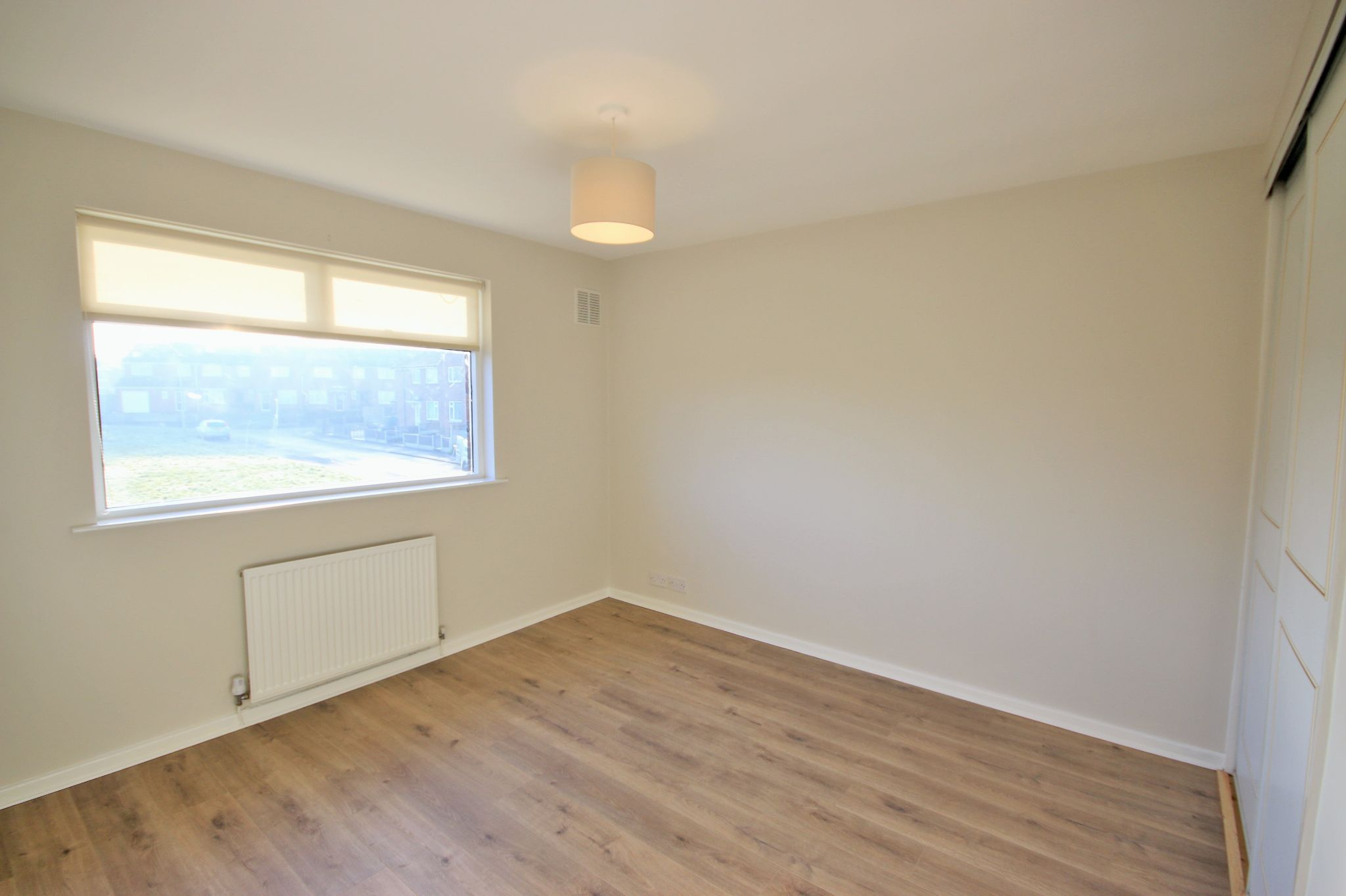 3 Bedroom Semi-detached House For Sale - Photograph 8