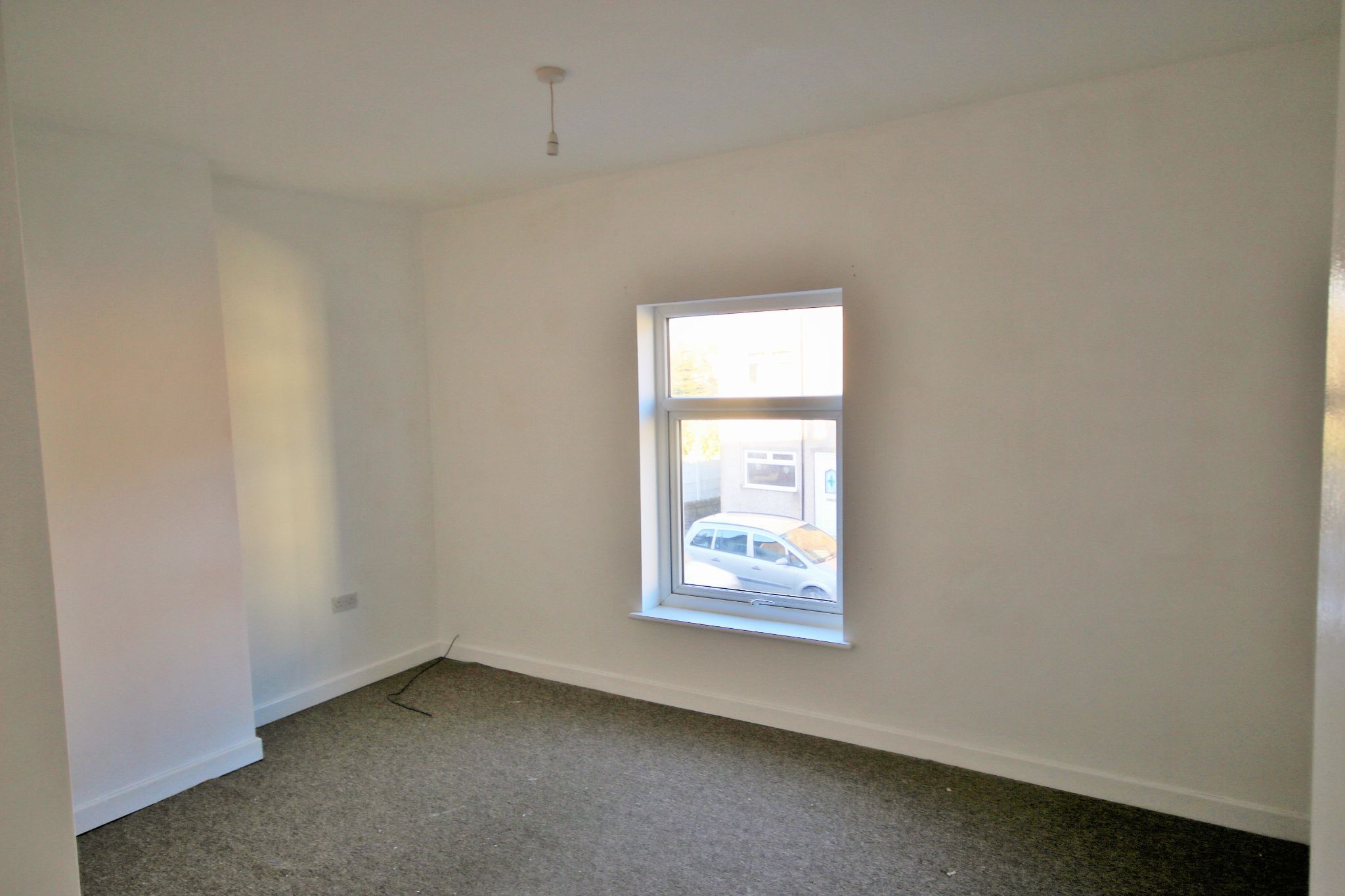 1 Bedroom End Terraced House To Rent - Photograph 4