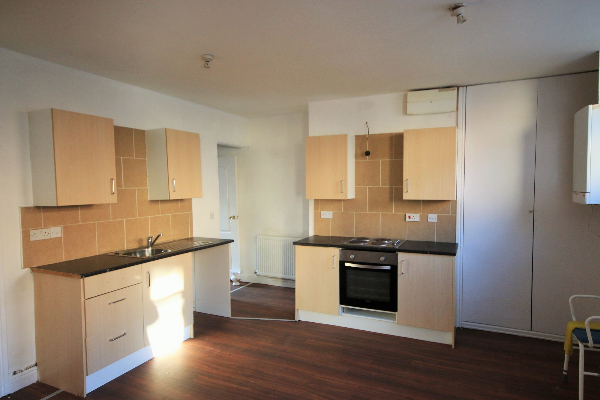1 Bedroom End Terraced House To Rent - Photograph 3
