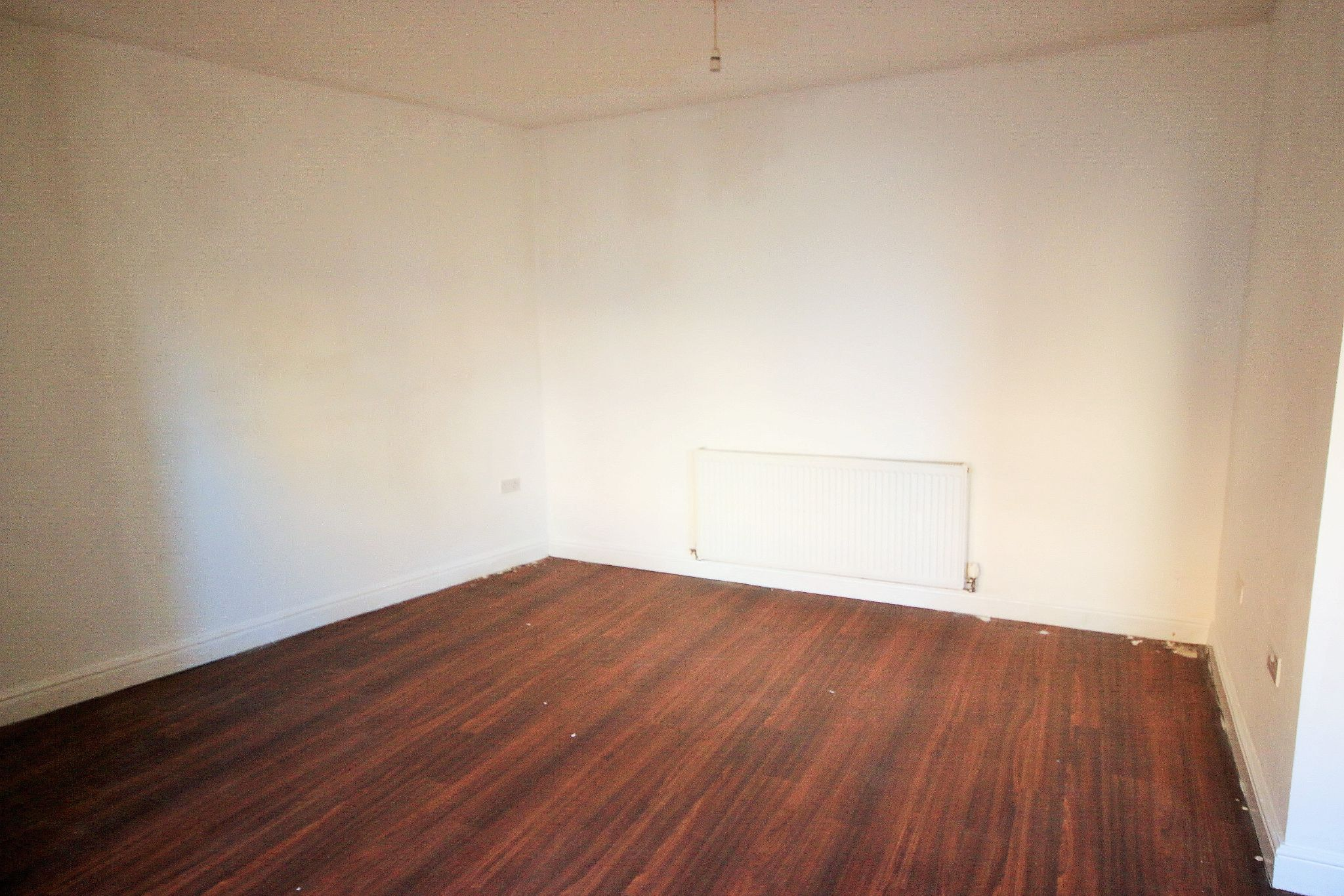 1 Bedroom End Terraced House To Rent - Photograph 2
