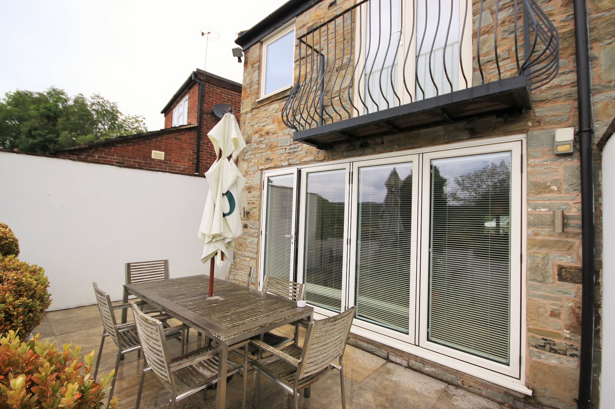 2 Bedroom Cottage House For Sale - Photograph 16